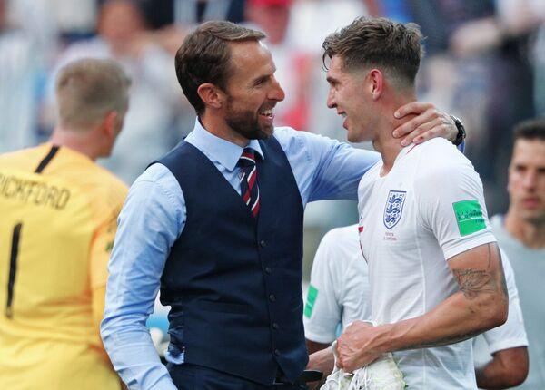 Главный тренер сборной Англии Гарет Саутгейт и защитник англичан Джон Стоунз (Слева направо)