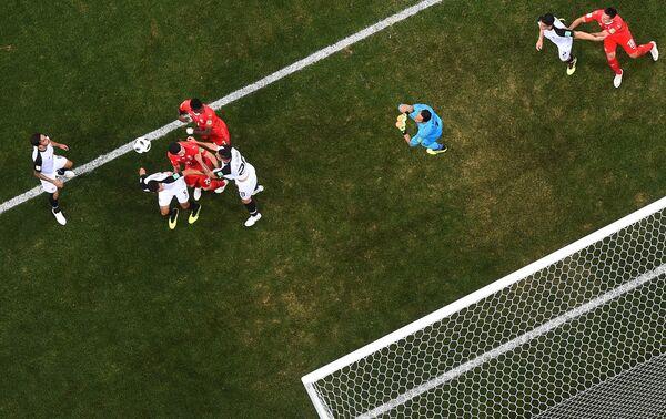 Игровой момент матча Швейцария - Коста-Рика