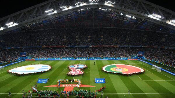 Футболисты сборных Уругвая и Португалии