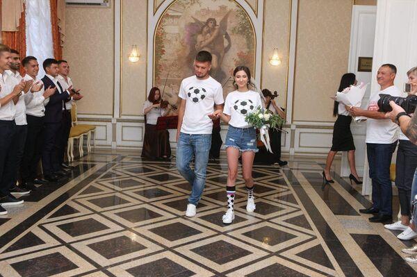Свадьба футболиста саратовского Сокола Дмитрия Котюха и его невесты Алины