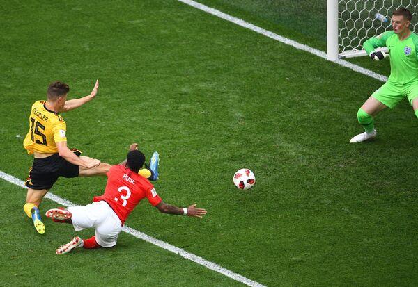 Тома Мёнье забивает гол в ворота Джордана Пикфорда