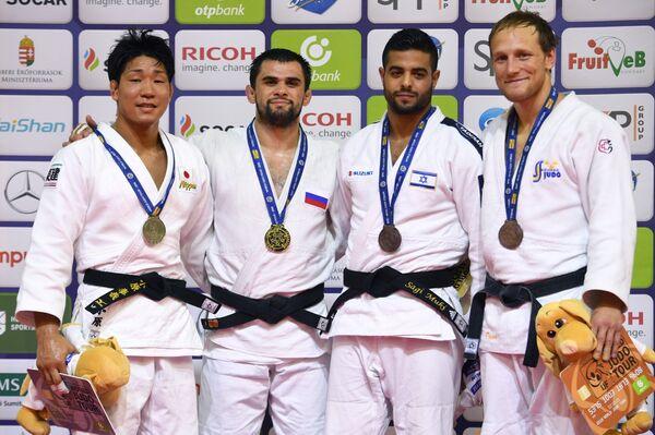 Алан Хубецов (второй слева)
