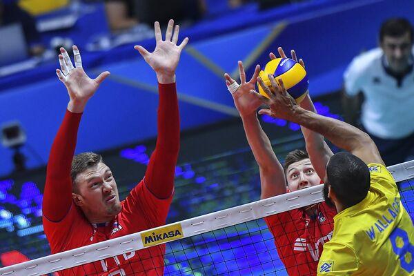 Игровой момент матча Бразилия - Россия