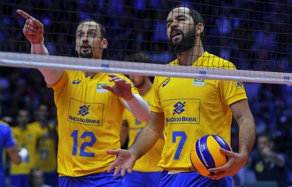 Волейболисты сборной Бразилии Луис Фонтелес и Виллиам Аржона (справа)