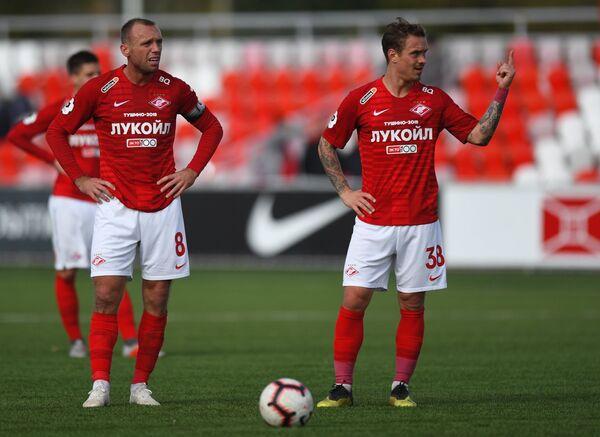 Денис Глушаков (слева) и Андрей Ещенко в матче за молодежную команду Спартака