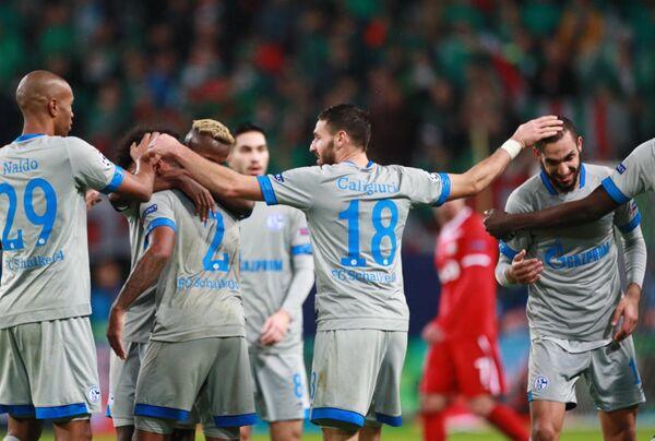 Футболисты Шальке радуются победе