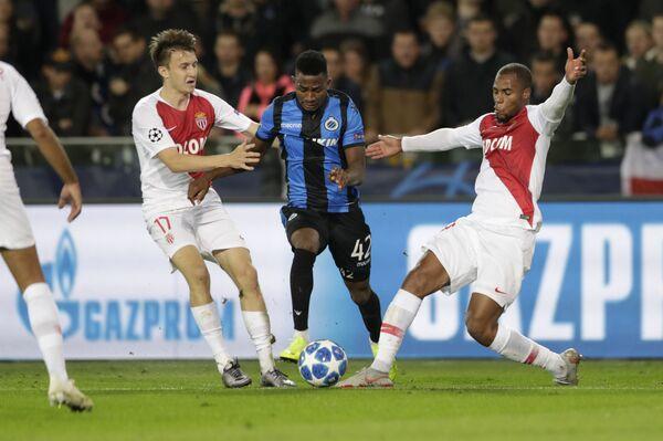 Хавбек Монако Александр Головин (слева) в матче против Брюгге