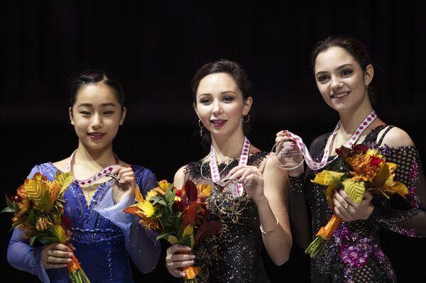 Фигуристки Мако Ямасита, Елизавета Туктамышева и Евгения Медведева (слева направо)