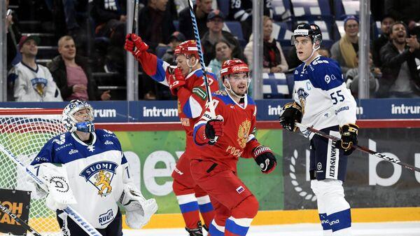 Хоккеисты сборной России Евгений Кетов и Кирилл Капризов (слева)
