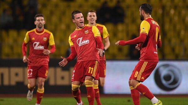 Футболисты тульского Арсенала радуются голу в ворота Анжи
