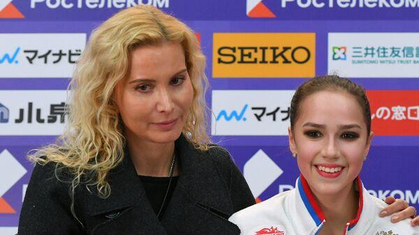 Тренер Этери Тутберидзе, Алина Загитова и хореограф Даниил Глейхенгауз (слева направо)