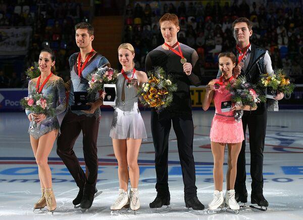Николь Делла Моника и Маттео Гуаризе, Евгения Тарасова и Владимир Морозов, Дарья Павлюченко и Денис Ходыкин (слева направо)
