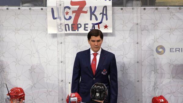 Главный тренер ЦСКА Игорь Никитин (в центре на втором плане)