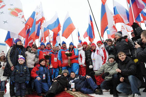 Болельщики и спортсмены сборной России