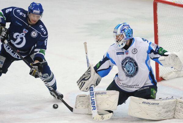 Ларс Хеуген (справа) в матче против московского Динамо