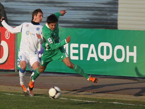 Игровой момент матча Томь - Волга