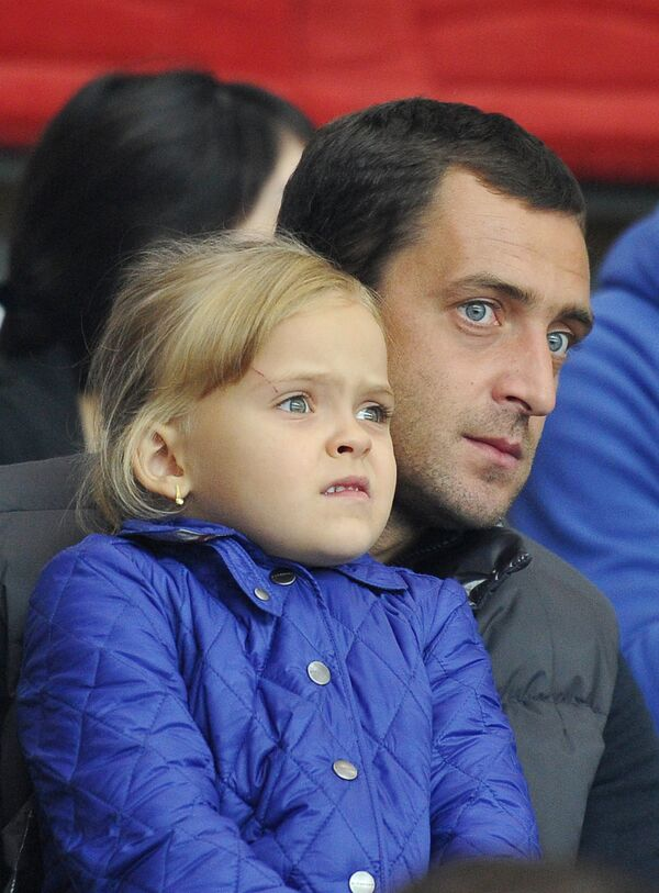 Футболист Андрей Дикань с дочерью Алисой