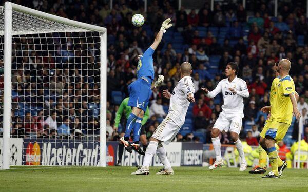 Игровой момент матча Реал - АПОЕЛ