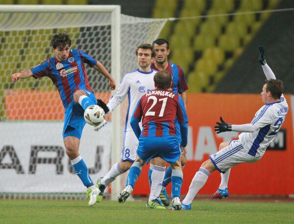 Игровой момент матча Динамо (Москва) - Волга (Нижний Новгород)
