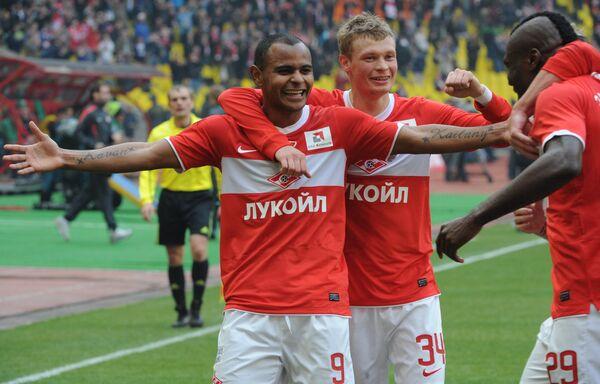Ари, Евгений Макеев и Эммануэль Эменике (слева направо)
