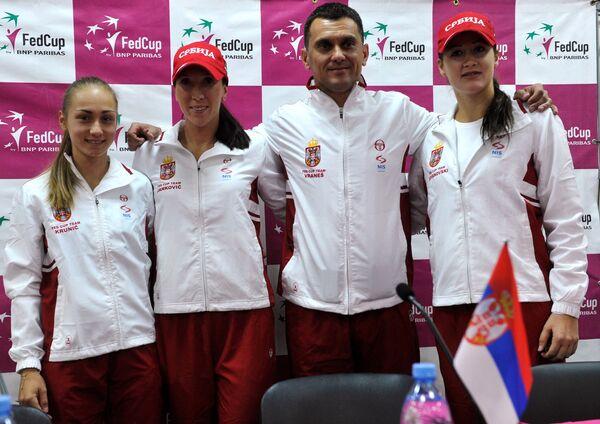 Александра Крунич, Елена Янкович, Деян Вранеш (капитан), Божана Йовановски (слева направо)