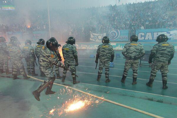 Сотрудник полиции  во время матча Зенит (Санкт-Петербург) - Динамо (Москва)