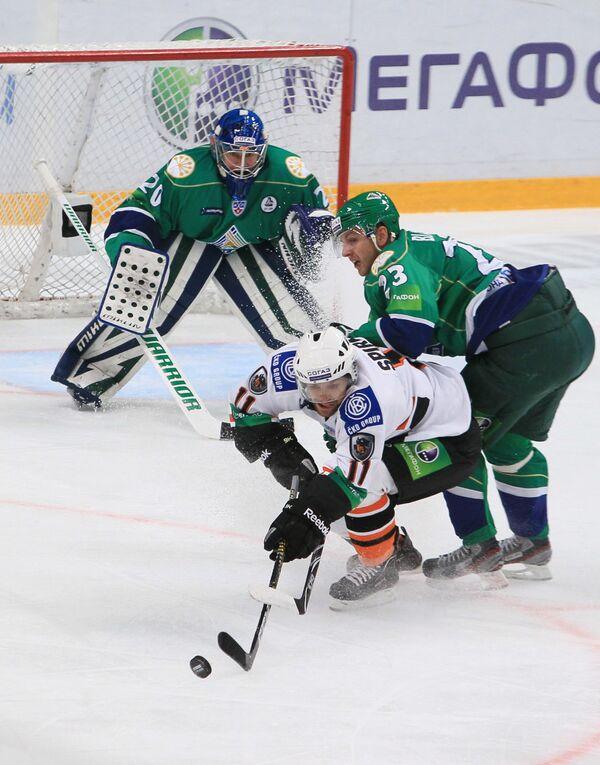 Игровой момент матча Салават Юлаев - Лев