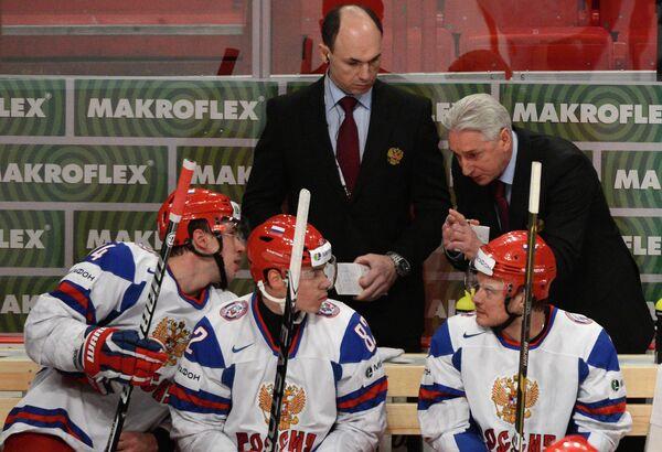 Алексей Емелин, Евгений Медведев, Денис Денисов (слева направо на первом плане)