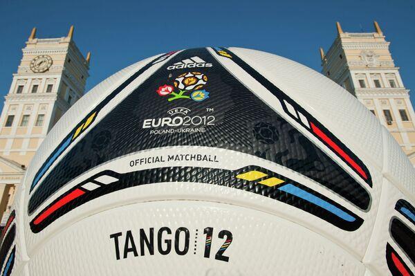 Мяч Чемпионата Европы по футболу 2012
