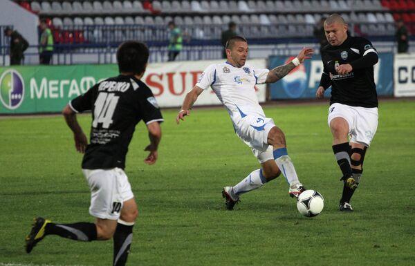 Игровой момент матча Волга - Нижний Новгород