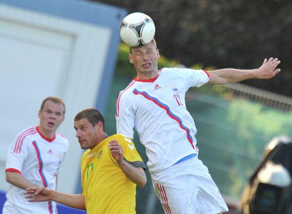 Игровой момент матча сборных России и Литвы