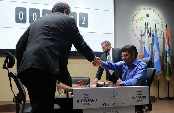 Борис Гельфанд и Вишванатан Ананд (слева направо)