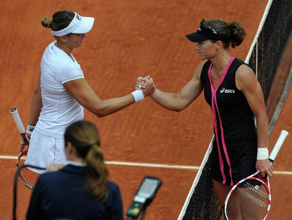 Надежда Петрова и Саманта Стосур (слева направо)