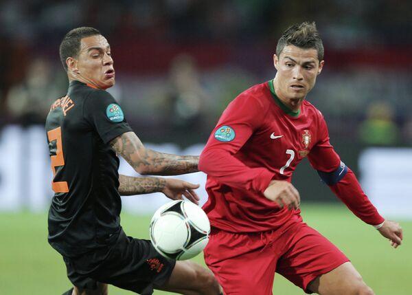 Игровой момент матча сборных Португалии и Нидерландов