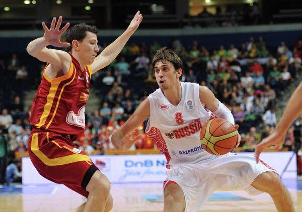 Игровой момент матча Россия - Македония