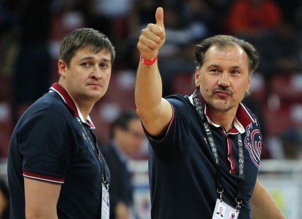 Александр Красненков (справа)