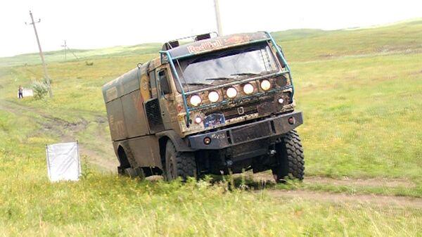 Грузовик экипажа КАМАЗ-мастер пришел к финишу на трех колесах