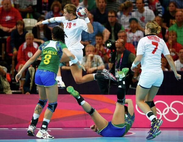 Игровой момент матча Норвегия - Бразилия