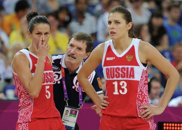 Борис Соколовский, Евгения Белякова и Анна Петракова (слева направо)