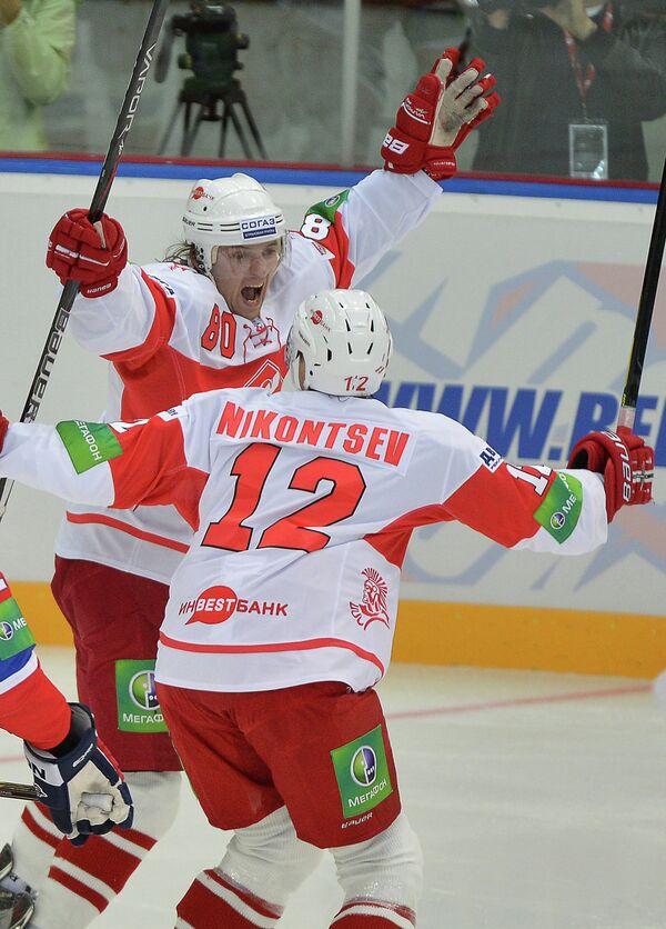 Анатолий Никонцев (на первом плане) и Станислав Жмакин