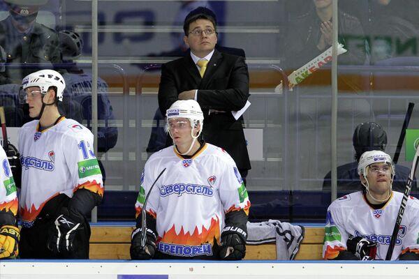 Андрей Назаров (на втром плане)