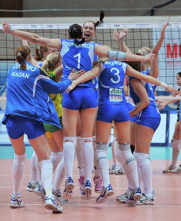 Игроки Динамо (Казань) радуются победе.