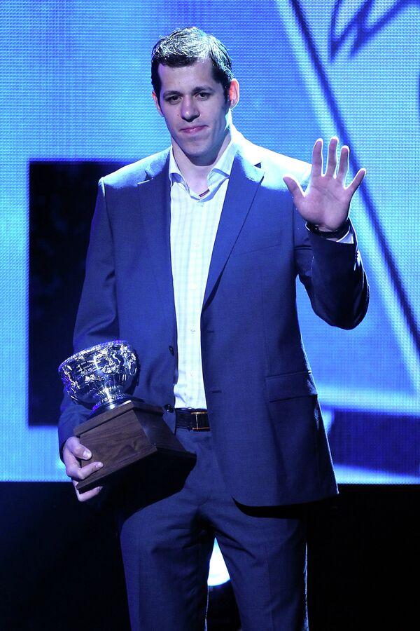 Евгений Малкин с призом Art Ross Trophy на церемонии вручения наград НХЛ в Лас-Вегасе