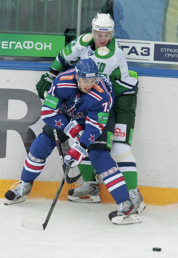 Игровой момент матча СКА (Санкт-Петербург) - Салават Юлаев (Уфа)