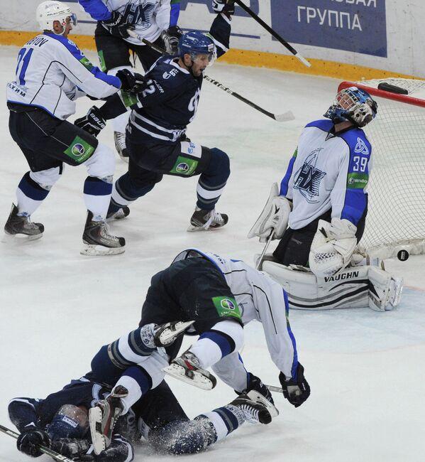 Игровой момент матча Динамо (Москва) - Нефтехимик