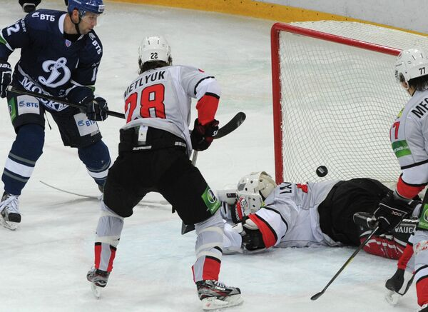 Игровой момент матча Динамо (Москва) - Металлург (Новокузнецк)