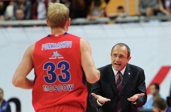 Антон Понкрашов и главный тренер ПБК ЦСКА Этторе Мессина (слева направо)