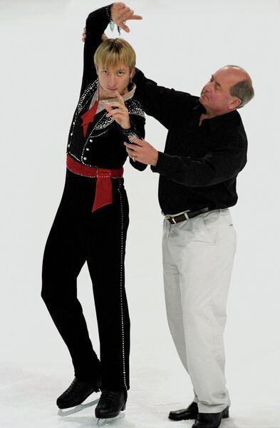 Российский фигурист Евгений Плющенко и тренер Алексей Мишин
