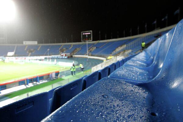 Пустые трибуны на стадионе Петровский
