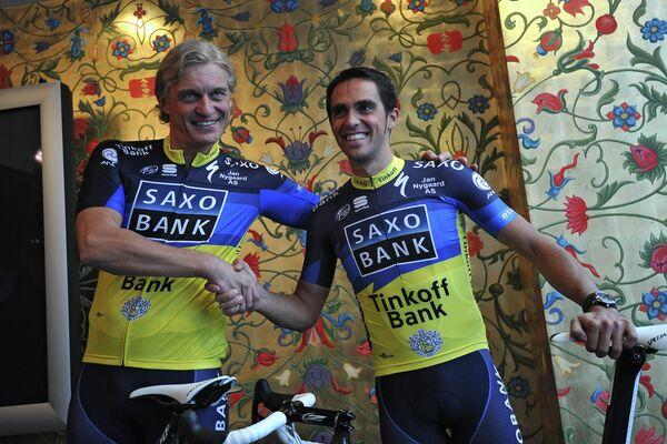 Олег Тиньков и Альберто Контадор (слева направо)